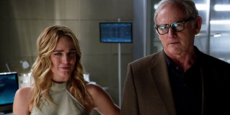 DC-Legends-of-Tomorrow-Victor-Garber-Caity-Lotz