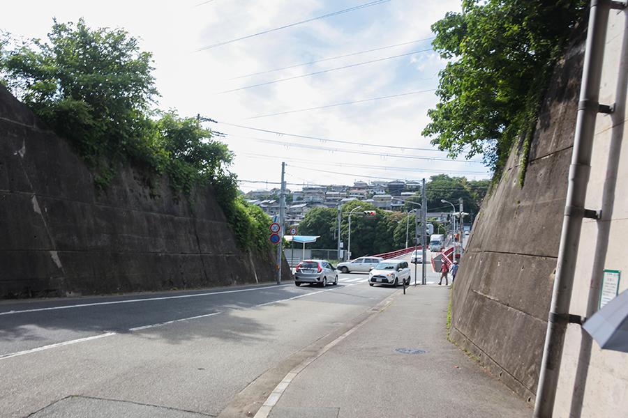 西宝橋南詰(赤い橋の交差点)の交差点を左に曲がり、国道沿いをまっすぐ進んでいきます。15分ほど。