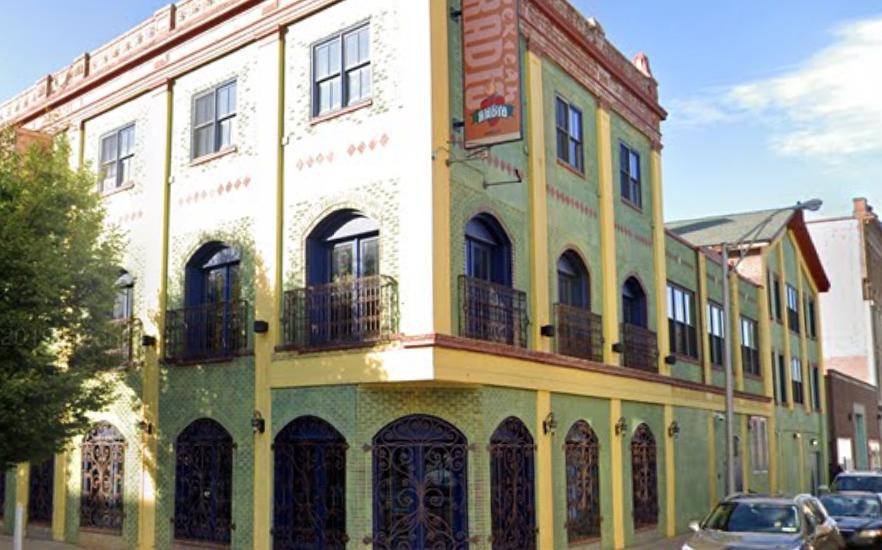 Mexican Radio Announces Closing
