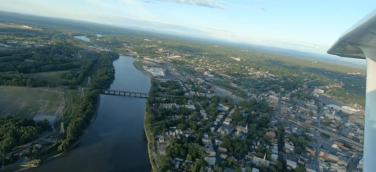Plane Landing at Schenectady Airport [VIDEO]