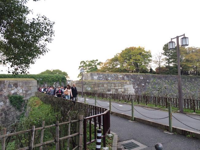 Jembatan ke Dalam Kastil