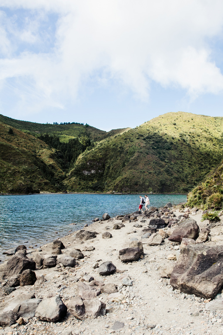People at the shore of Lagoa do Fogo