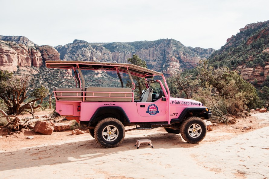 Taking a Sedona Pink Jeep tour around Arizona's red rocks - 52 Cities