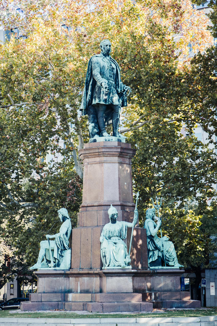 Monument with four statues