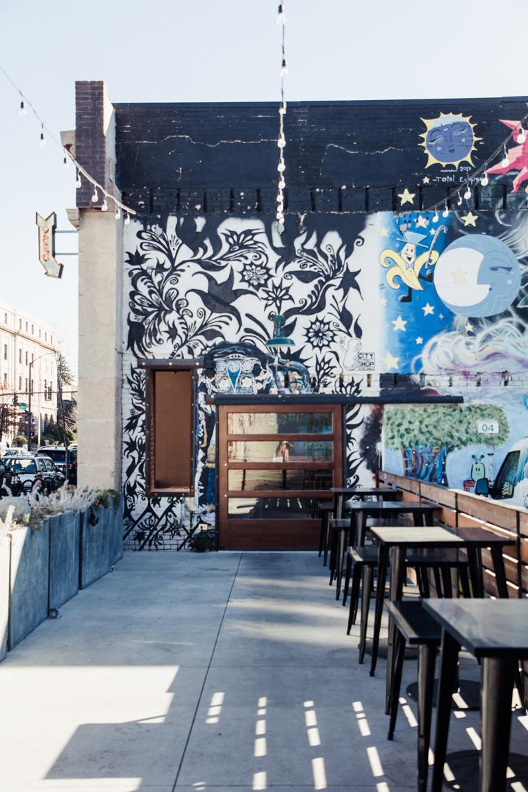 Street art in Freak Alley
