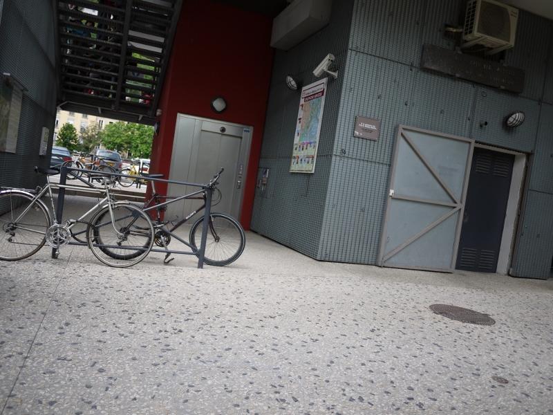 Gris,urbain, téléférique, vélo,Grenoble