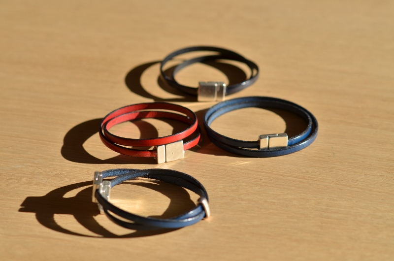 4 bracelets sous le soleil