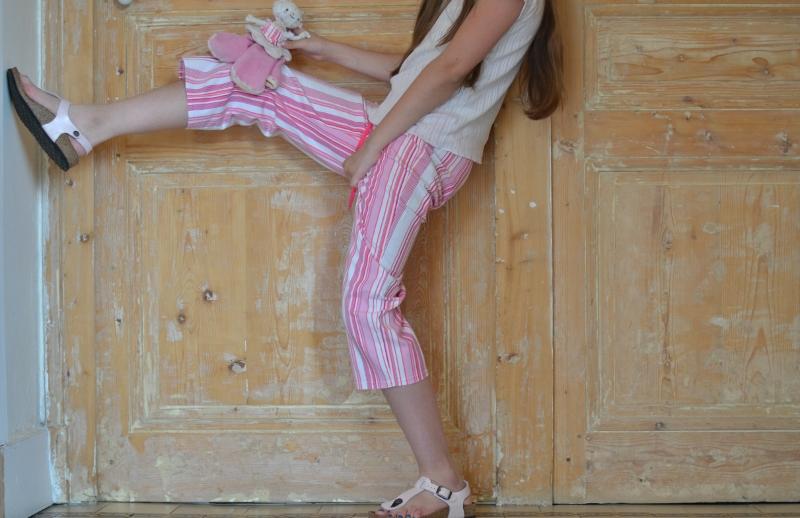 Pyjama à rayures en action