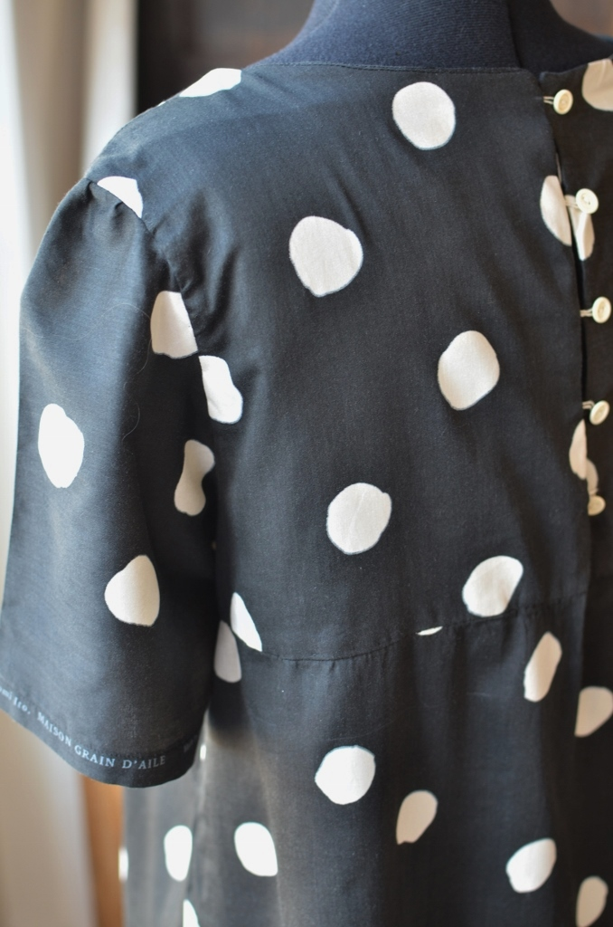 Détail des boutons vintage de ma robe à pois