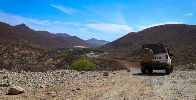 The gravel road leading down from Epupa to the Kunene river