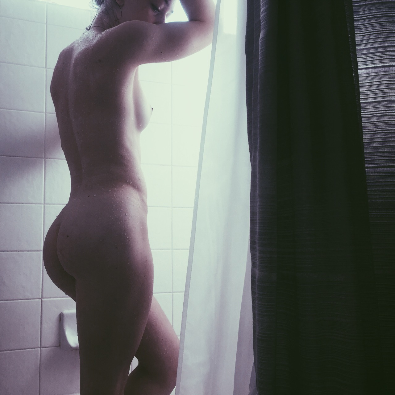natkittenxoxo cleverly using the shower curtain to diffuse the light