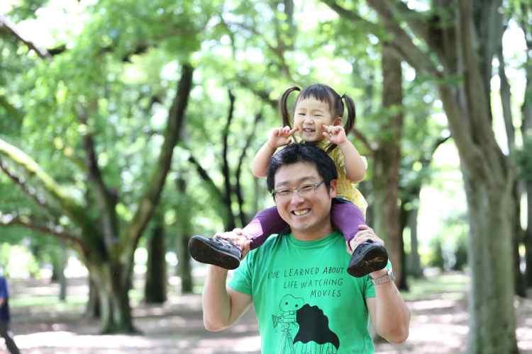 こむの木家族写真パパ、女の子