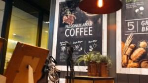 東京駅改札内のカフェ ファイブクロスティーズコーヒーの店内