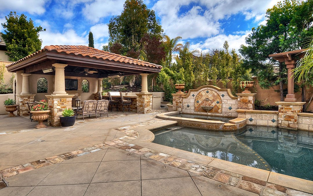 homes for sale with outdoor kitchens