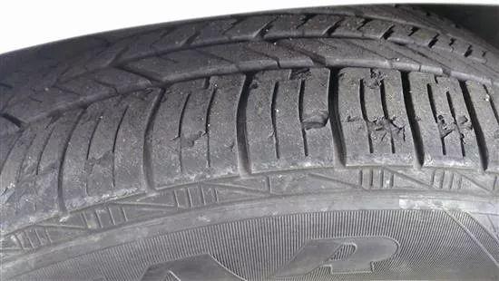 鼓包、裂纹、掉皮和老化磨损,四大轮胎问题困扰车辆安全-雪花新闻