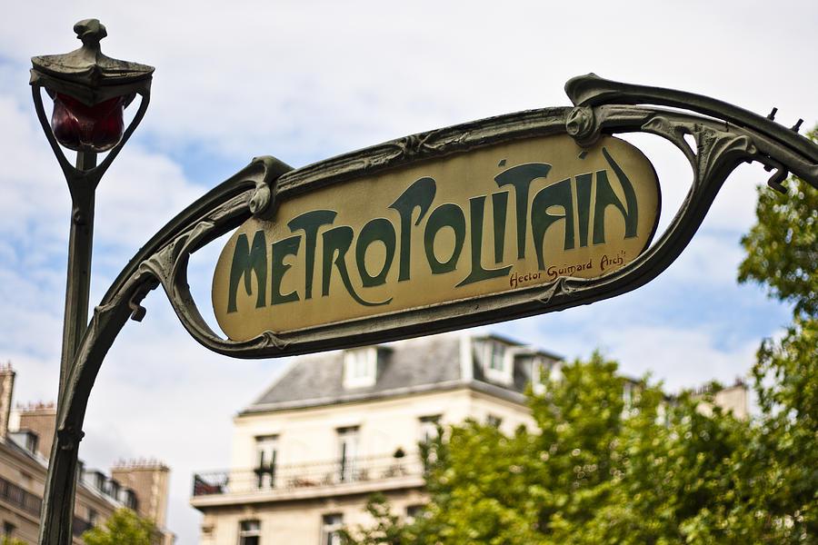 Đừng lạc dưới lòng đất Paris :)