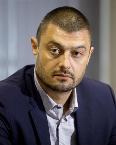 Бареков бил десен, но станал ляв