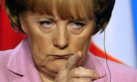 Меркел стои на няколко стола