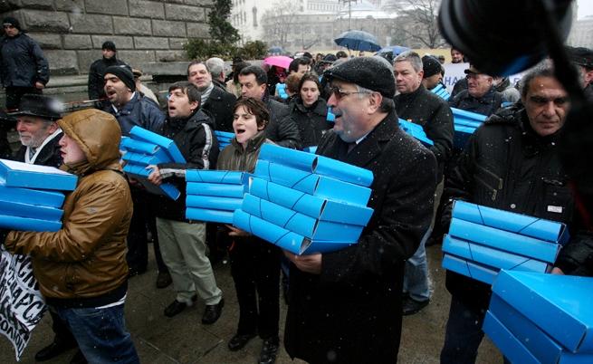 Над 100 хил. невалидни подписа за референдума на Плевнелиев