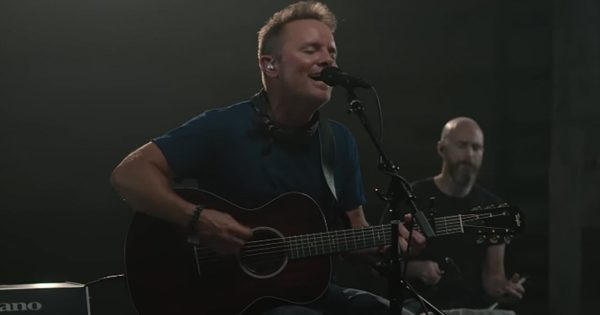 Video: Chris Tomlin – Nobody Loves Me Like You