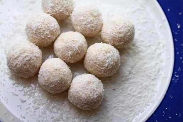 Coconut Cinnamon Fat Bombs