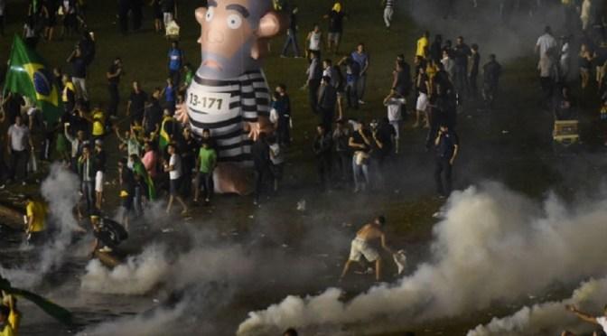 Brasil: miles de manifestantes vuelven a marchar pidiendo la renuncia de Dilma
