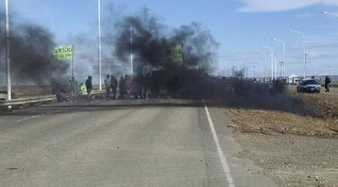Santa Cruz: bloqueos por casi mil despidos en las obras