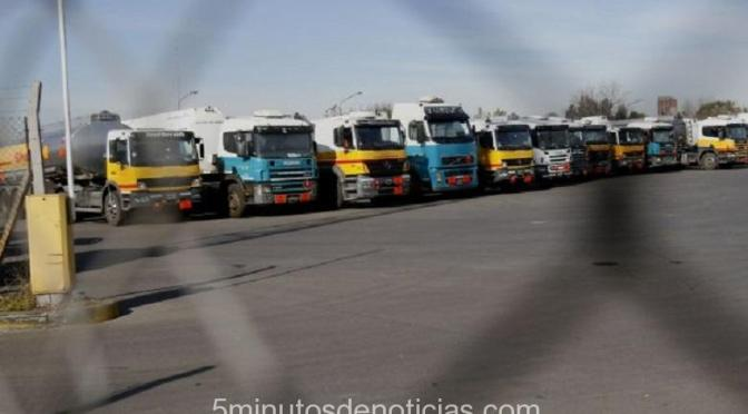 Camioneros: hoy paro nacional en la rama combustible