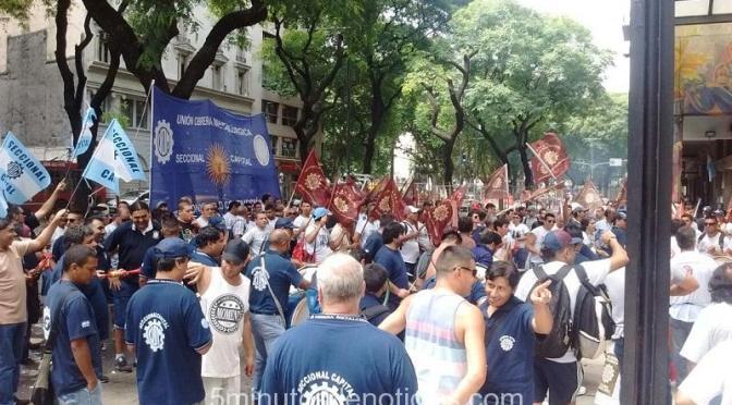 DESPEDIDOS DE BANGHÓ TOMAN LA PLANTA DE VICENTE LÓPEZ