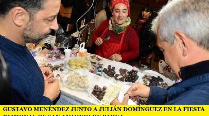 GUSTAVO MENÉNDEZ JUNTO A JULIÁN DOMÍNGUEZ EN LA FIESTA PATRONAL DE SAN ANTONIO DE PADUA