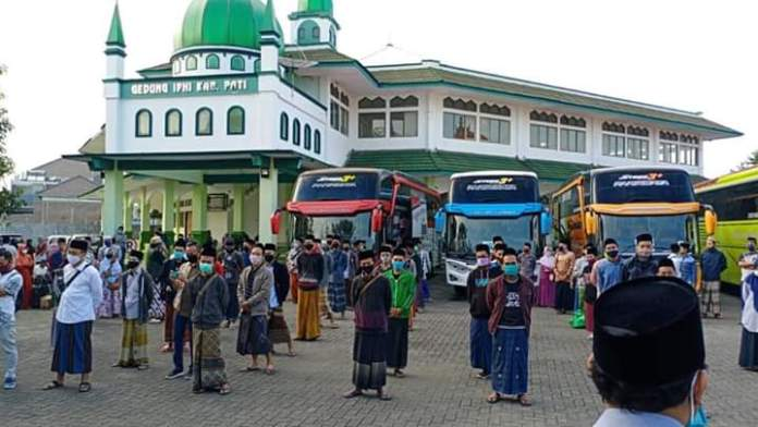 PCNU Pati Berangkatkan Santri ke Lirboyo Naik Bus Gratis