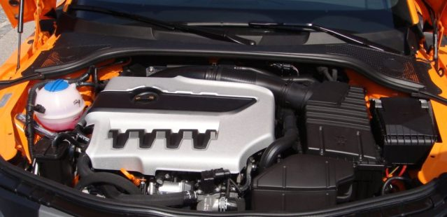 Engine with Plastic Cover