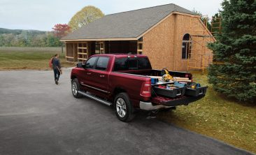 For theRam 1500 withastandard tailgate, theMopar Bed Step (Part # 82215289AG / US MSRP of $365) lowers down for easy access and retracts back to stored position within the bumper. The step is load-rated up to 350 pounds.