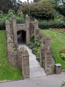 Walk around the stunning grounds and gardens of Guildford Castle #Guildford #Surrey #visitguildford