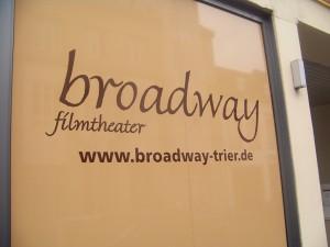 Fassade des Broadway