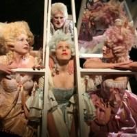 Angelika Schmid, Antje-Kristina Härle, Tim Olrik Stöneberg und Sabine Brandauer in  Orangenhaut , Foto: Theater Trier, Friedemann Vetter - 5VIER