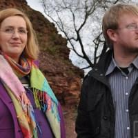 Dr. Elisabeth Reis bei der Ortsbegehung mit 5vier-Redakteur Andreas Gniffke - 5VIER