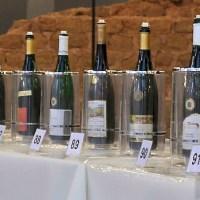 Spitzenerzeugnisse des regionalen Weinbaus können noch bis Sonntag verkostet werden, wenn man denn eine Karte ergattern konnte. - 5VIER