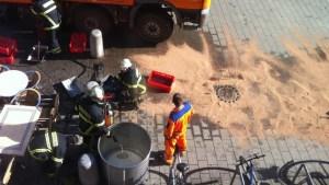 Die Feuerwehrmänner im Einsatz auf dem Trierer Kornmarkt. Foto: Willi Thiel - 5VIER