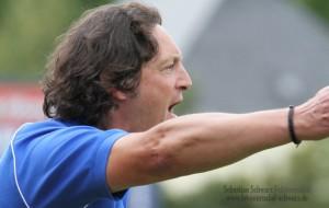 Im Aufwind: Trainer Christian Mergens und die U23 - Foto: Sebastian Schwarz