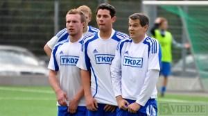 Spieler und Trainer Patrick Zöllner (rechts) halten zusammen  - 5VIER