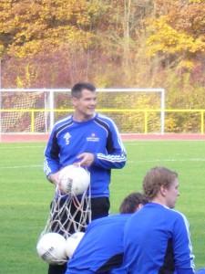 Patrick Zöllner zeigt sich berechtigter Weise zufrieden mit dem Spiel seiner Mannschaft. 5vier-Foto: Vinzenz Anton