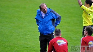 Ralingens Coach Peter Löw hofft auf die Kampfstärke seiner Elf (Foto: Andreas Gniffke) - 5VIER