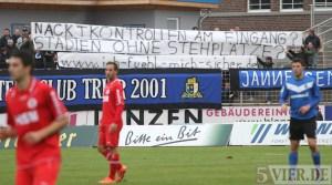 20121124 Eintracht Trier - Pfullendorf, Regionalliga Suedwest, Banner, SCT, Fans,  Foto: www.5vier.de - 5VIER