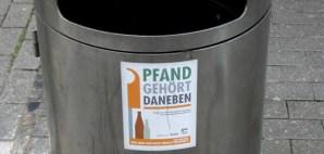Viele Mülleimer in Trier zieren bereits diese Aufkleber. Foto: 5vier.de - 5VIER