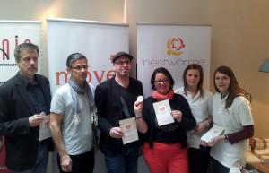Reinhold Spitzley (links), Daniel Bukowski (Dritter von links) und Petra Moske (Dritte von rechts) stellten den Move Award vor. Foto: 5vier.de