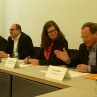 v.l.n.r.: J. Elsen (Ordnungsamt), Th. Egger (Ordnungsdezernent), A. Birk (Bürgermeisterin), Dr. H.-G. Lanfer (Presseamt) - 5VIER