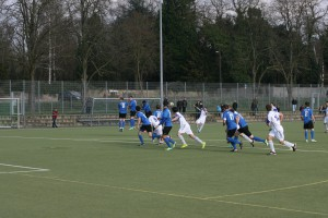 Standards spielten im Duell zwischen der U23 des SVE und dem FC Karbach eine gewichtige Rolle. Fotos: J. Rossler