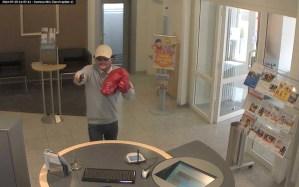 Veröffentlichung des Bildes eines Bankräubers in Kelberg, Foto: Polizei Trier - 5VIER
