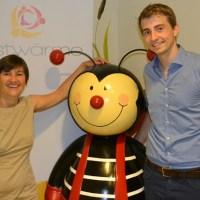 (v.l.): Elisabeth Schuh (nestwärme e.V.) und Gregor Demmer (Euresa GmbH), Foto: Agenturhaus - 5VIER